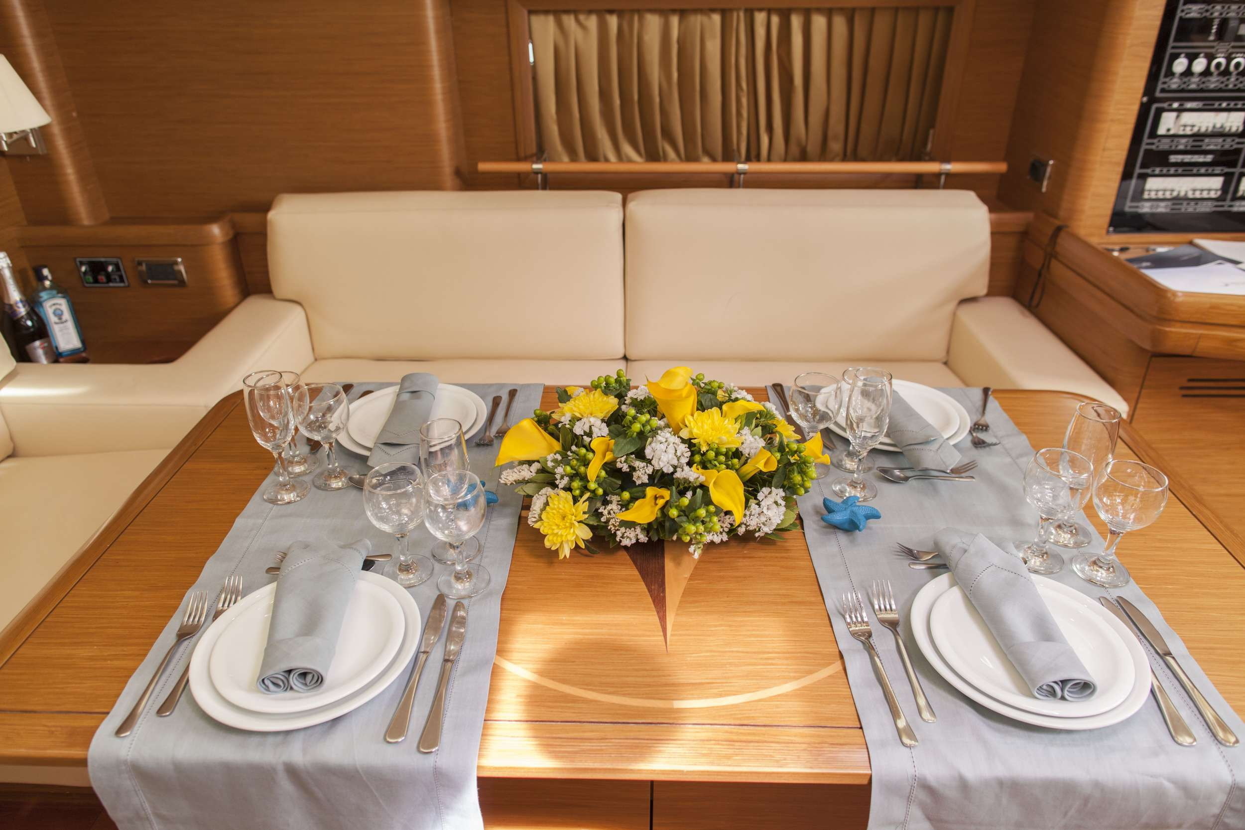 Yacht charter Galux I