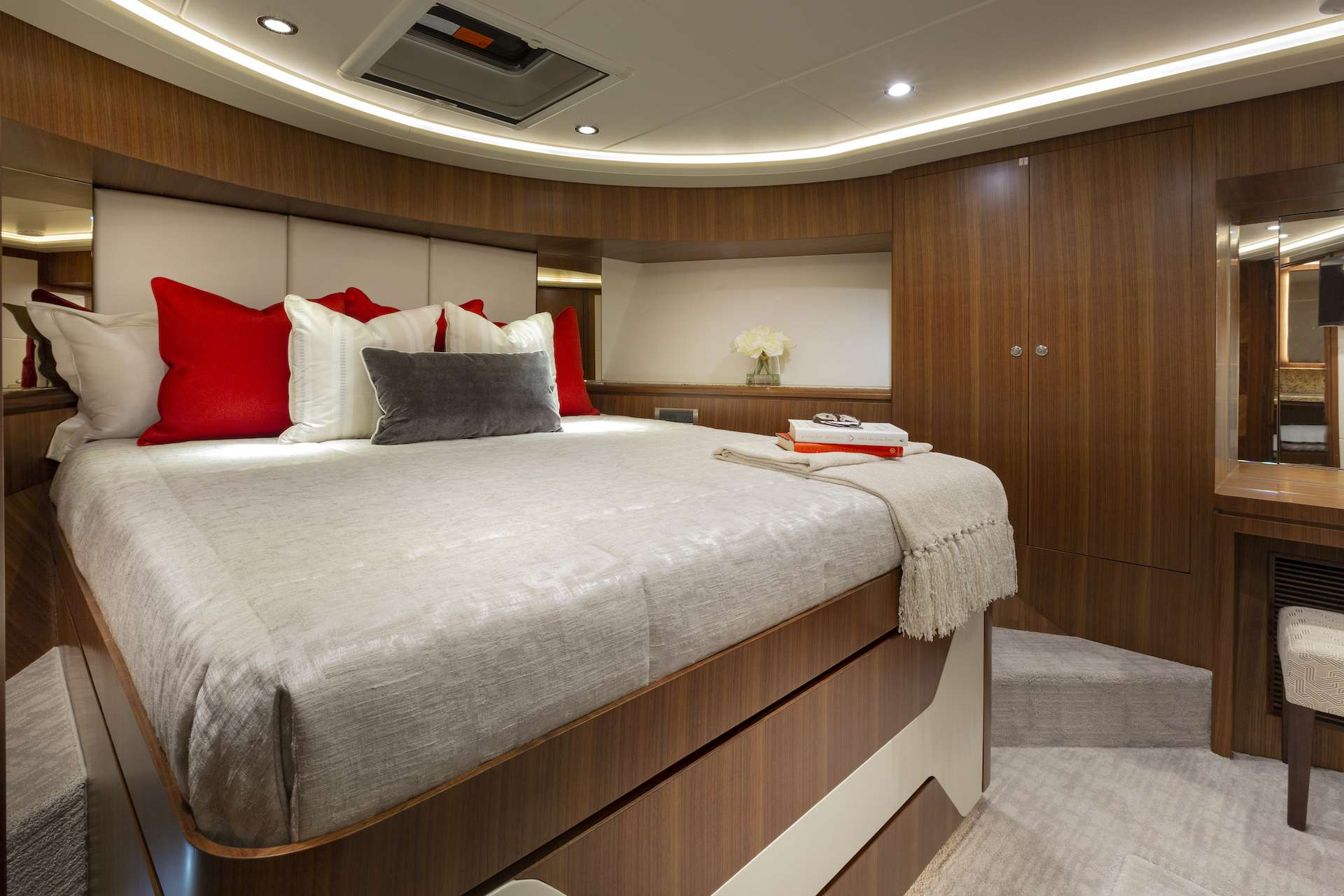 motor yacht 7 DIAMONDS