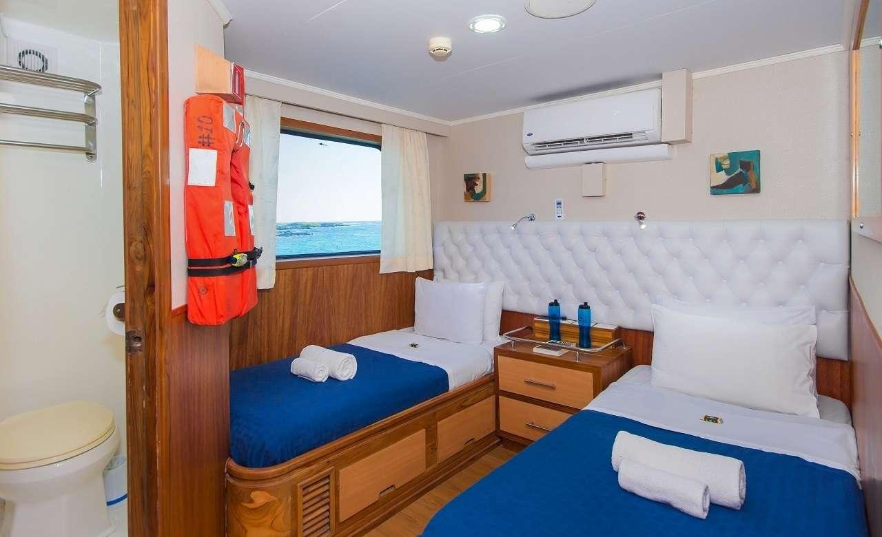 Twin cabin main deck