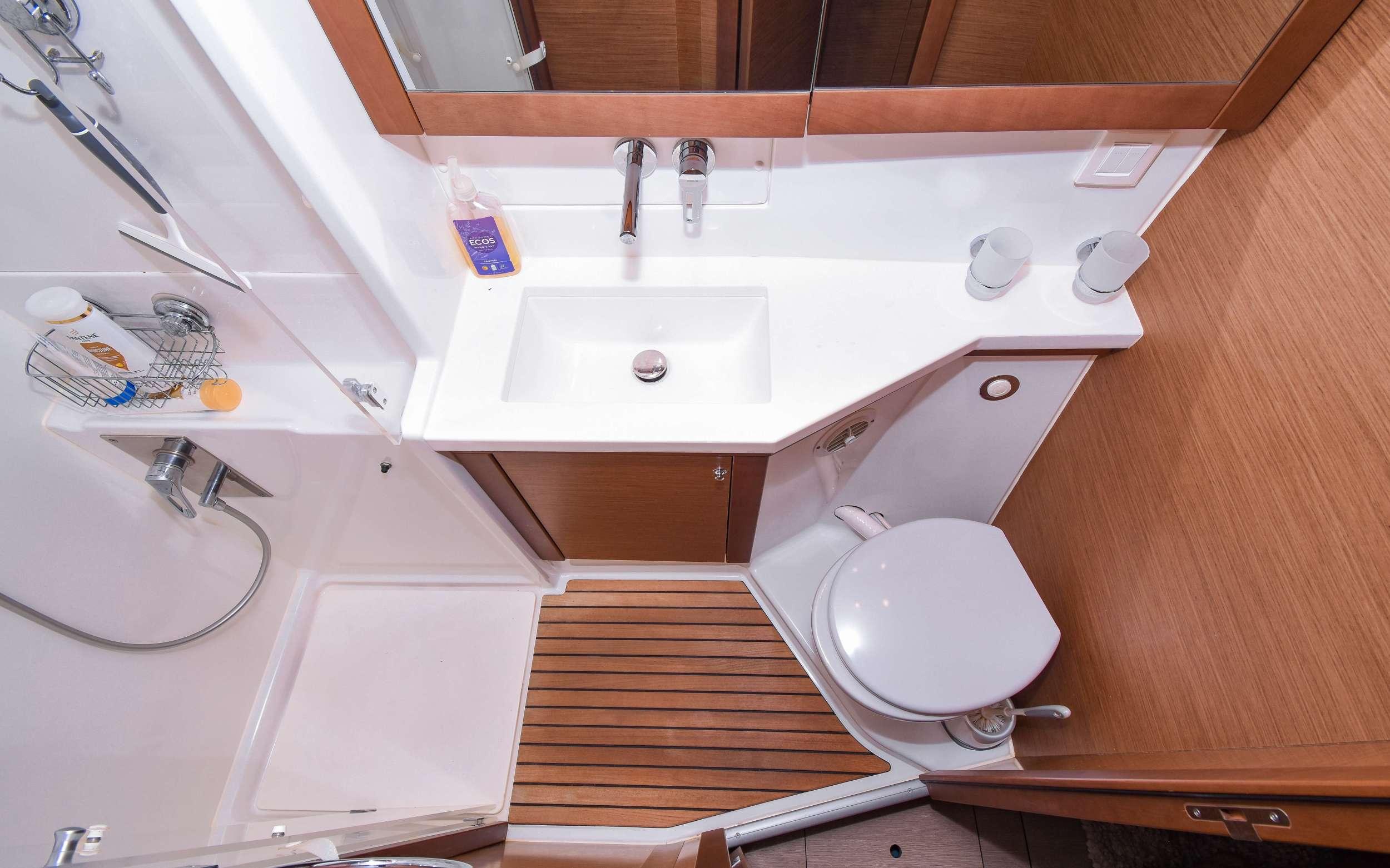 RAPSCALLION yacht image # 12
