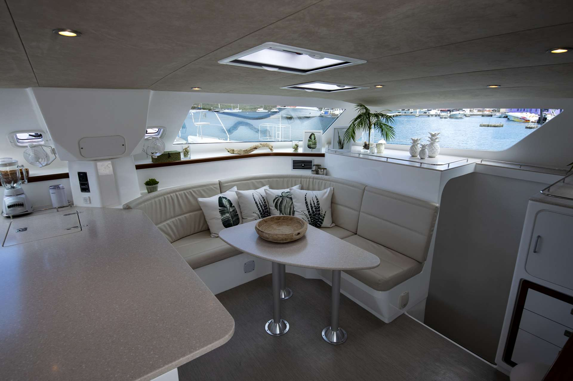 Catamaran Charter Voyage 480 Electric