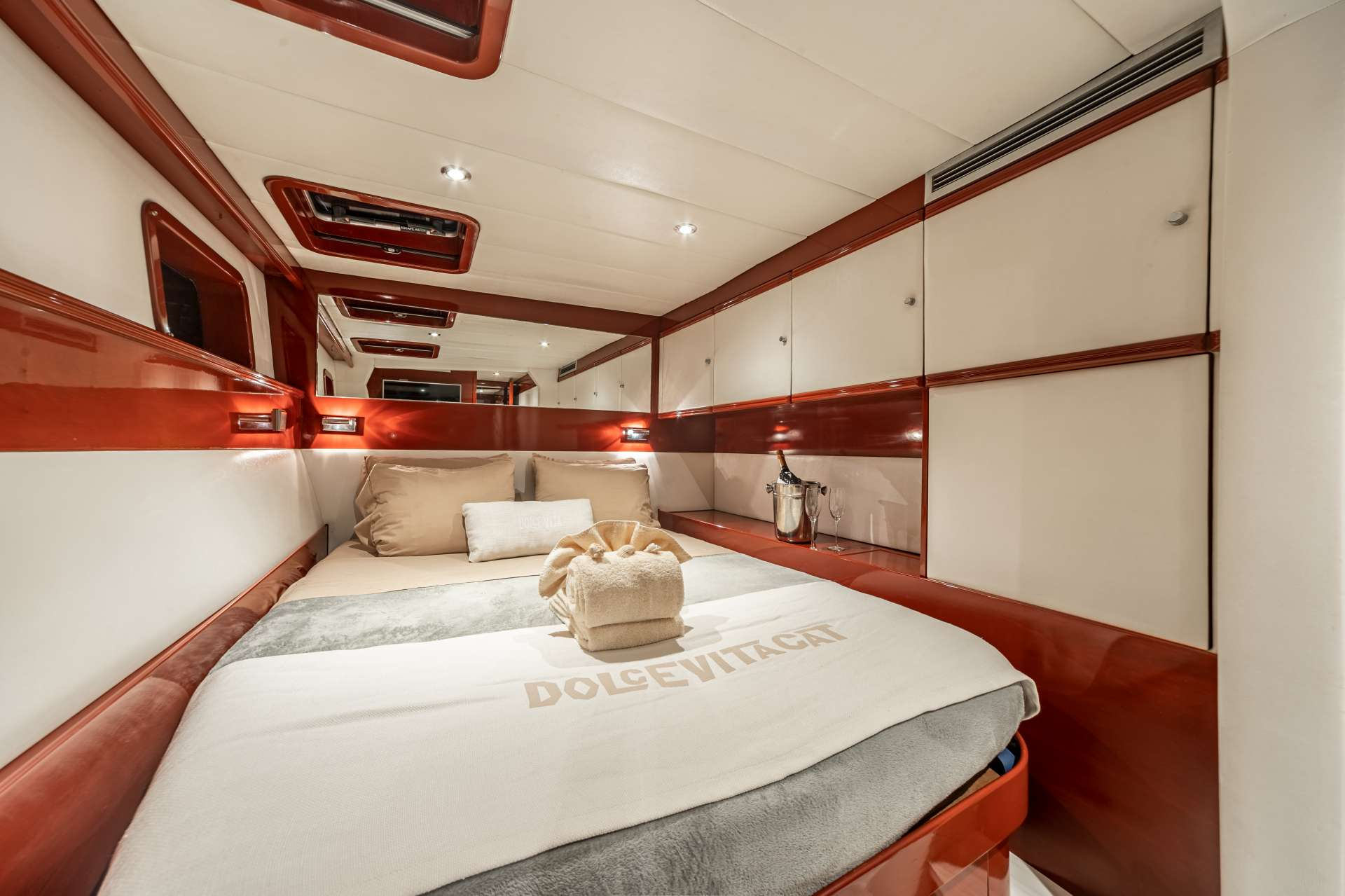 Dolcevitacat Yacht Vacation
