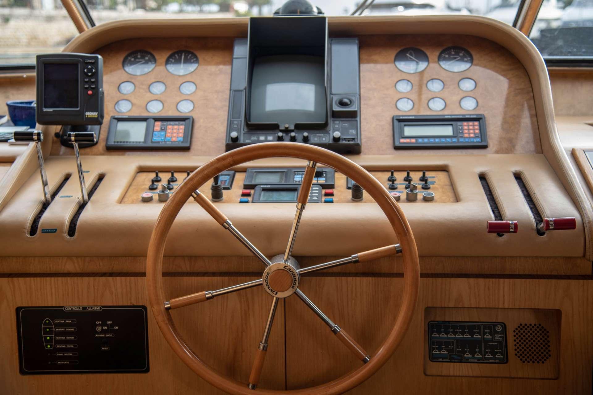 motor yacht KISS