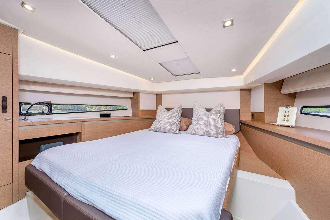 Forward double bed cabin ADUDU 2