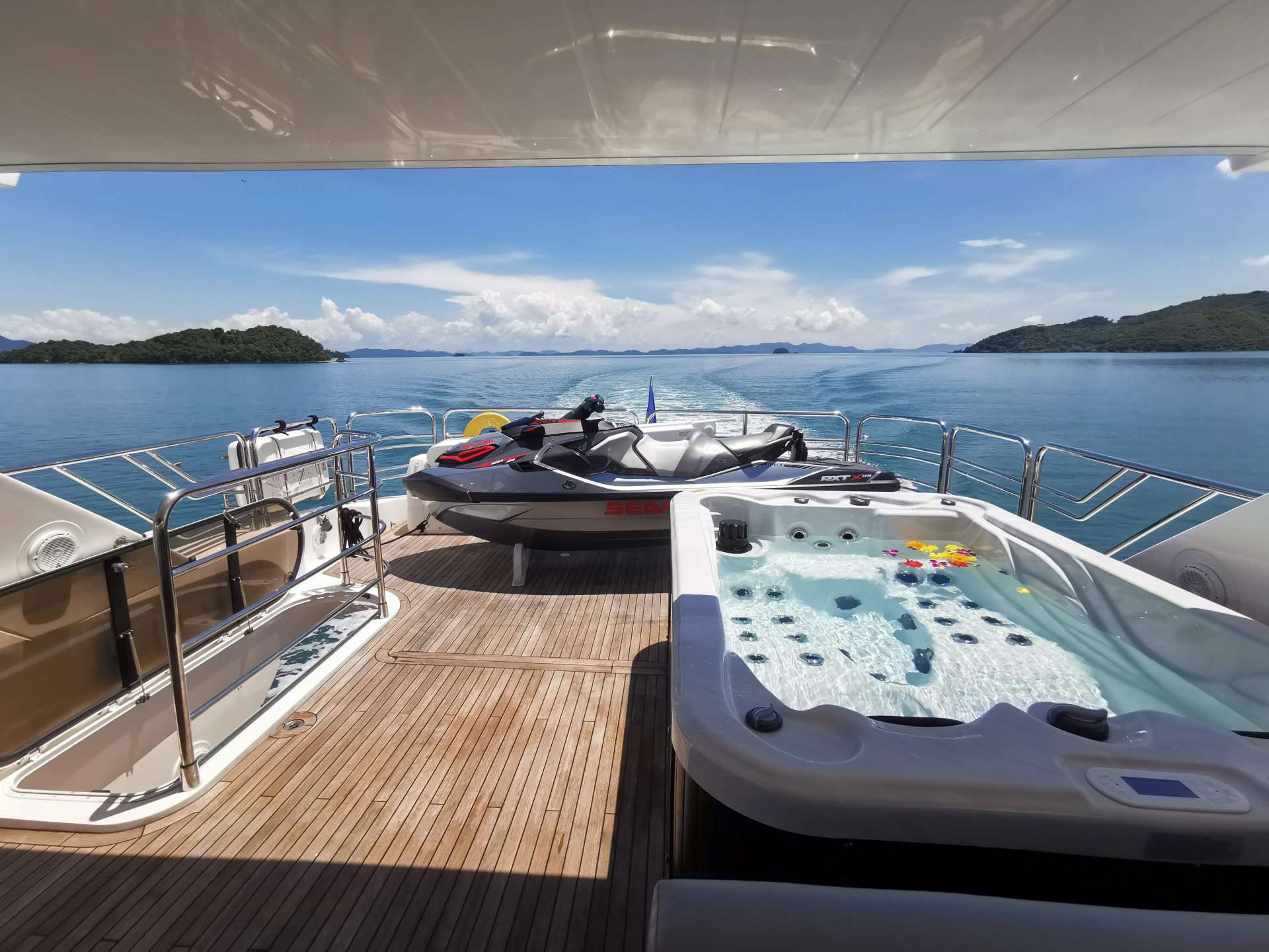 Flybridge with Jacuzzi, Bar and Seating