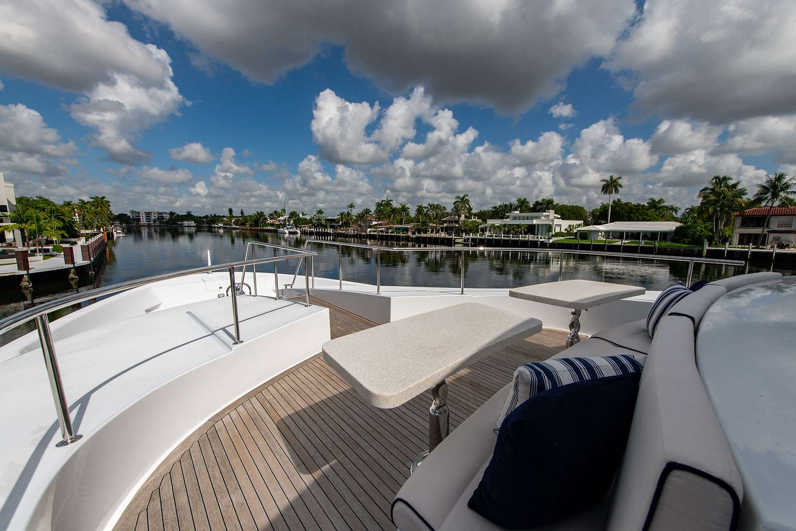 motor yacht REVIVE