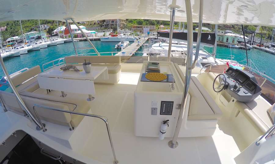 Flybridge helm and seating