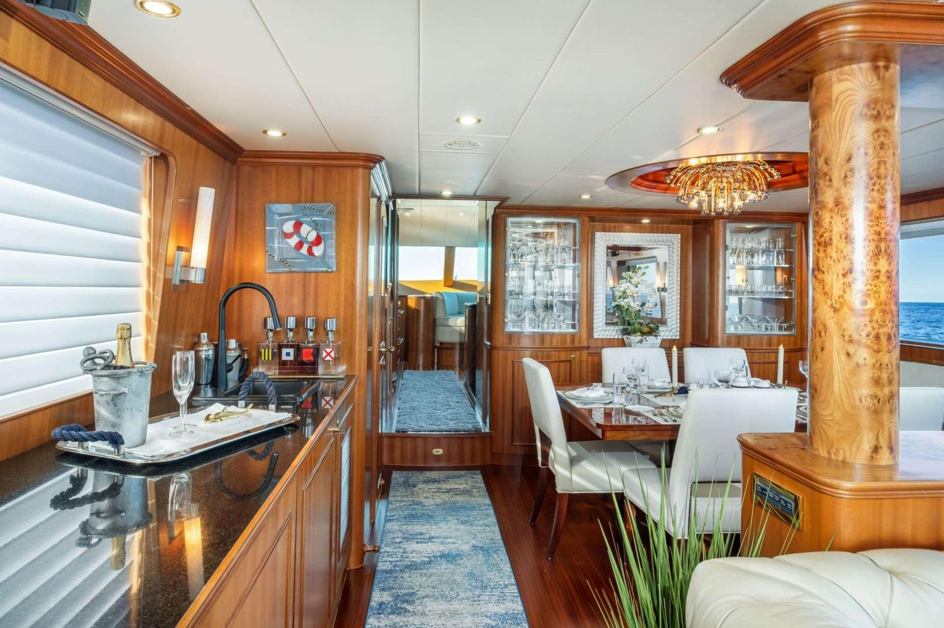 motor yacht Lexington