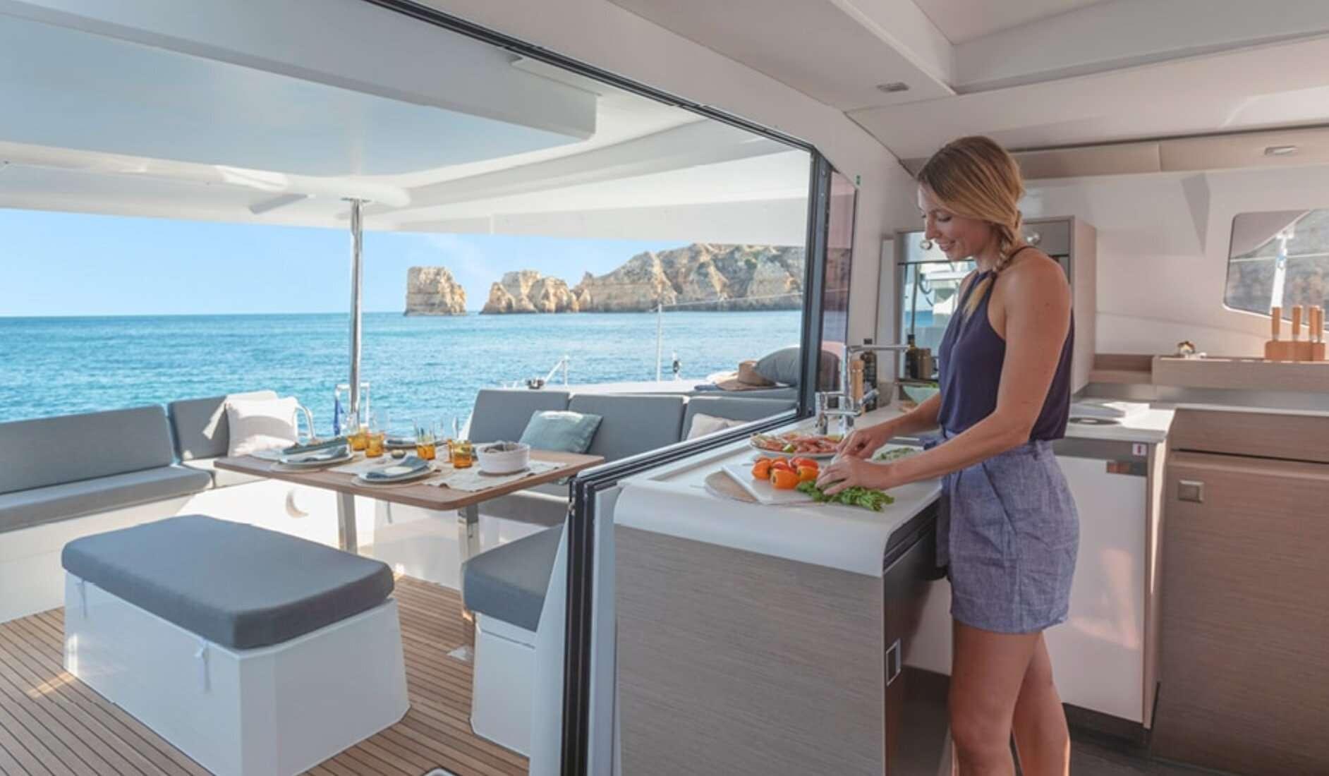 InDoses yacht image # 2