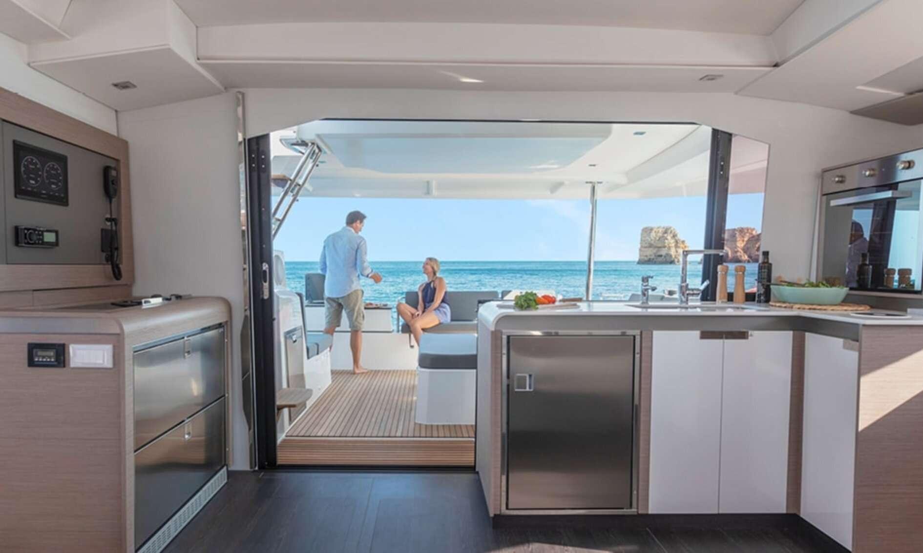InDoses yacht image # 4