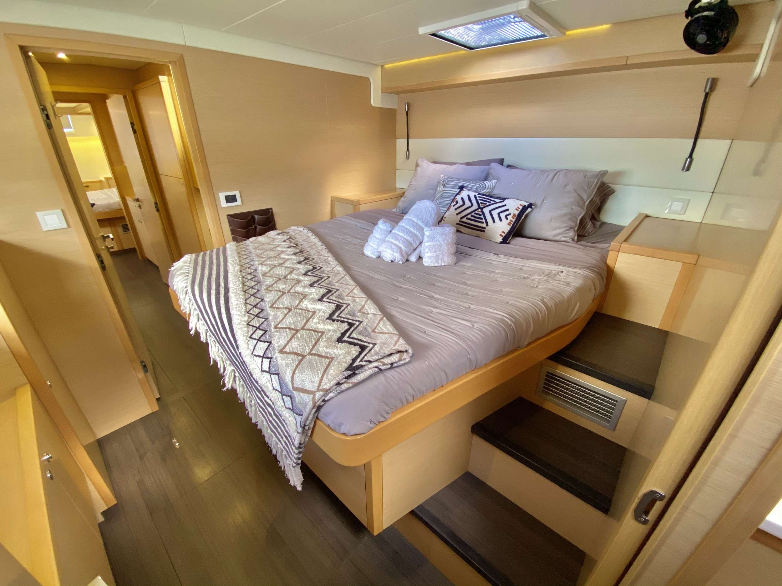 CHAMPAGNE L52 yacht image # 12