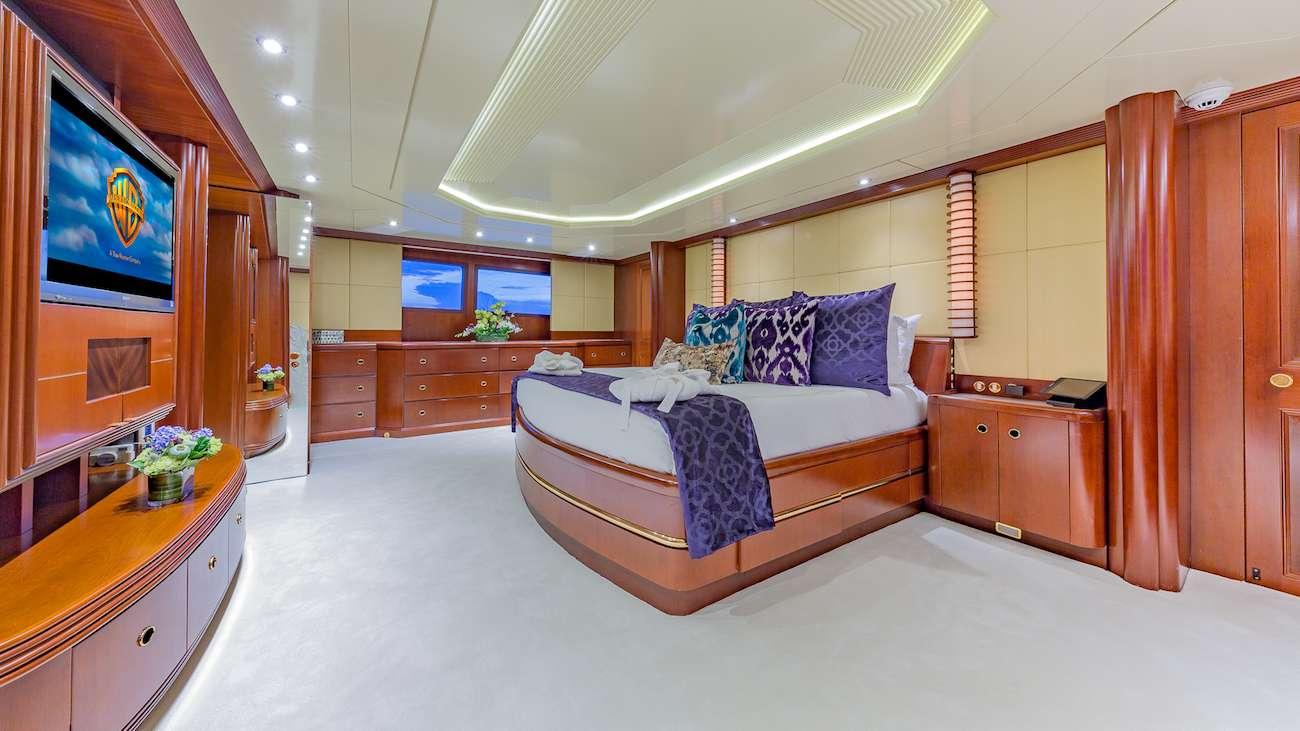 motor yacht LADY S