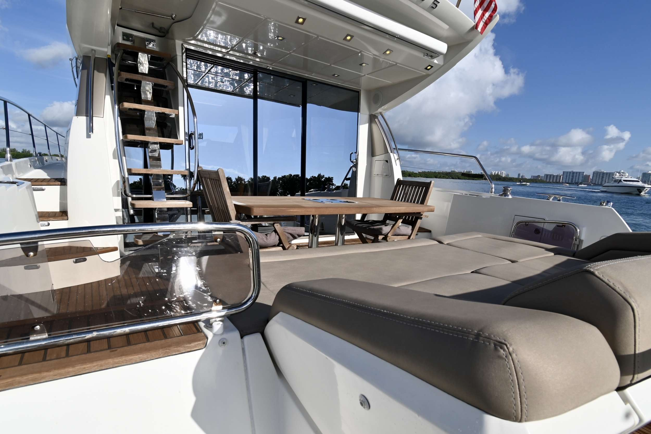 60 Prestige yacht image # 3