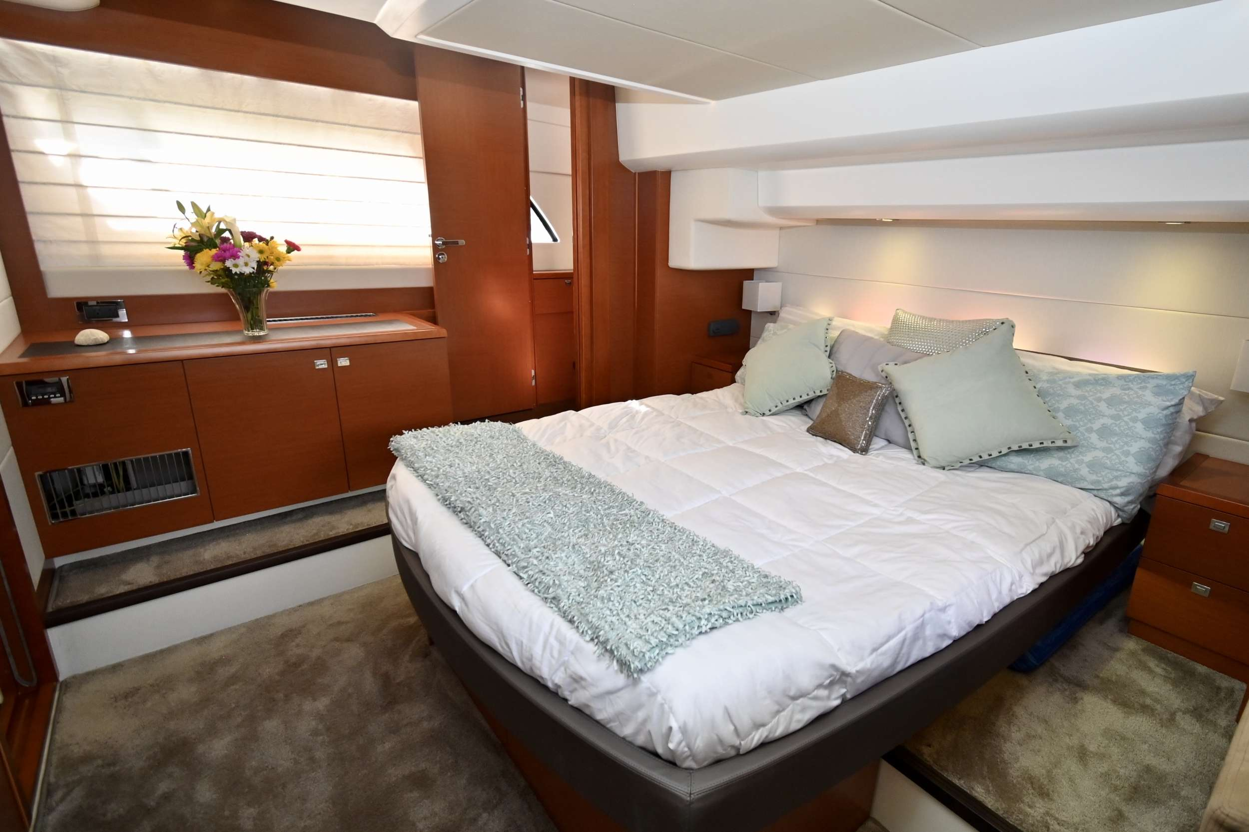 60 Prestige yacht image # 5