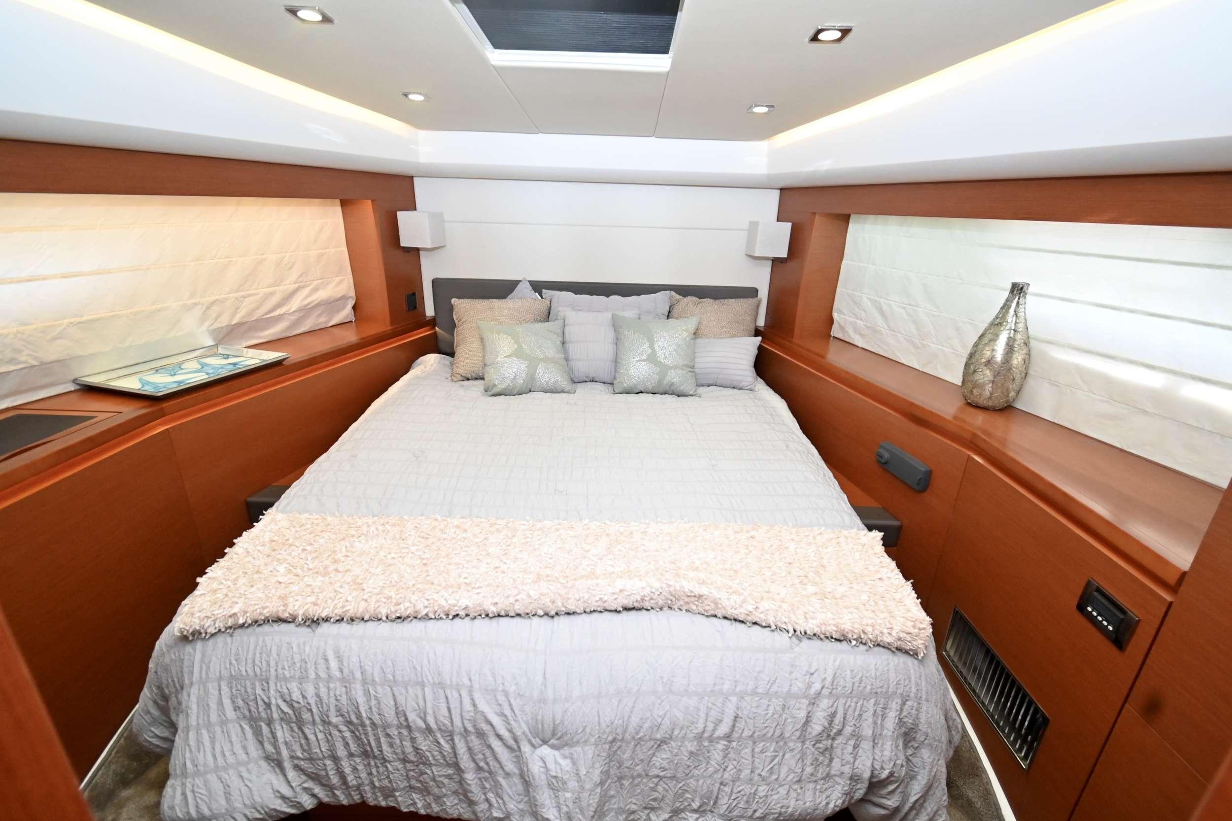 60 Prestige yacht image # 6