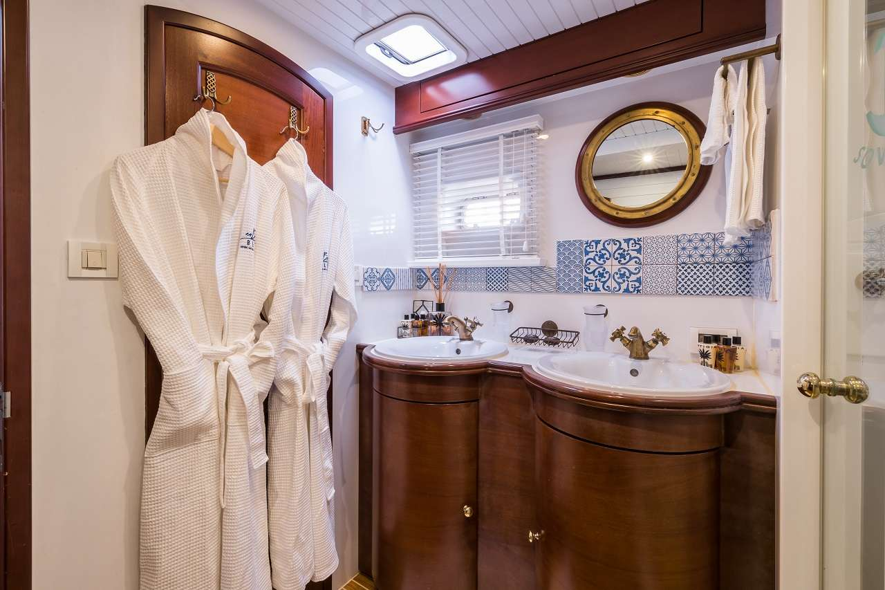 Master cabin bathroom