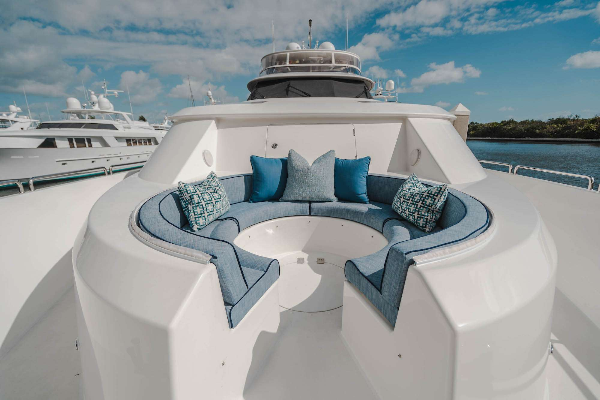 motor yacht NOW OR NEVER