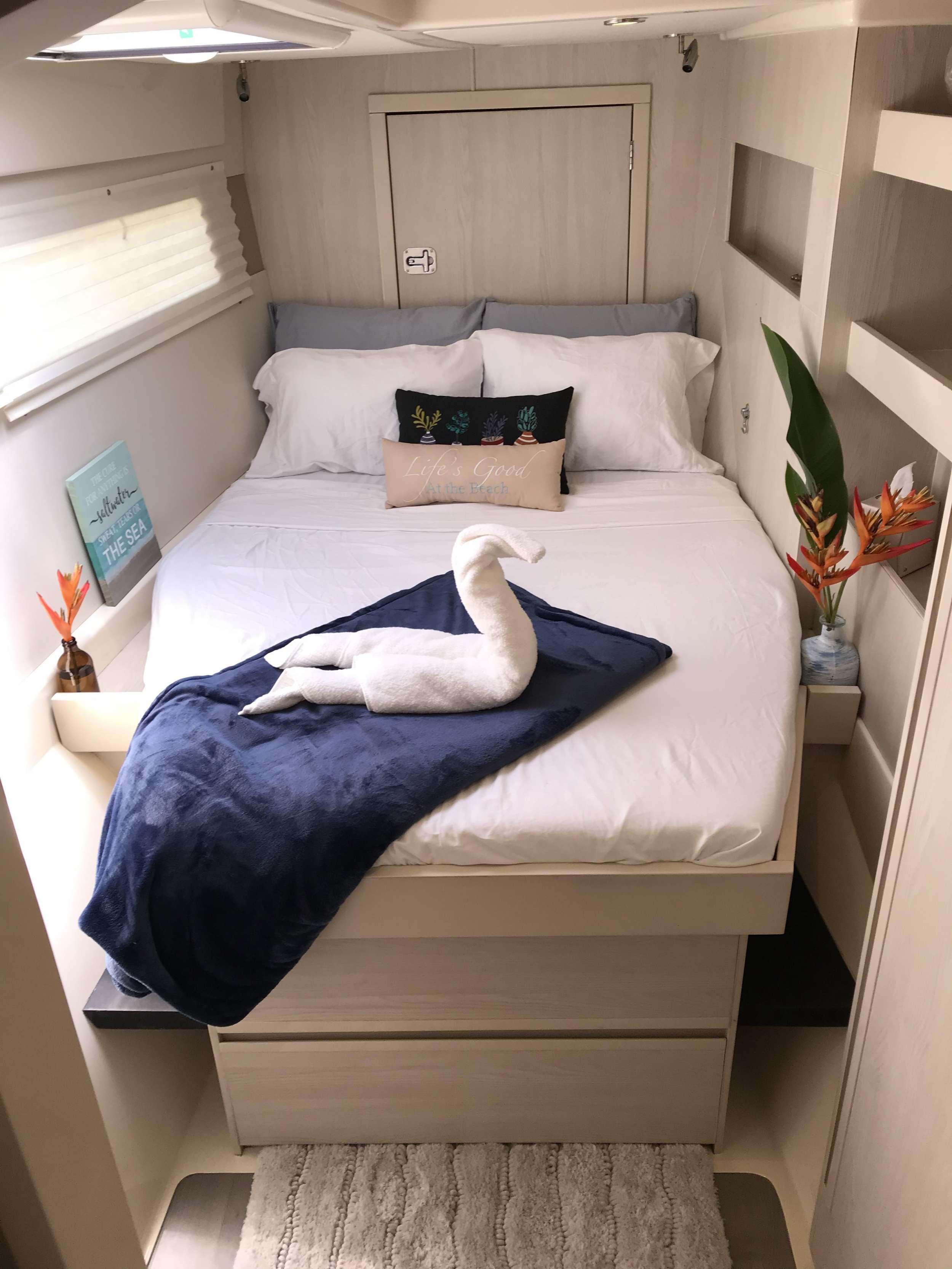 SOMEWHERE HOT yacht image # 6