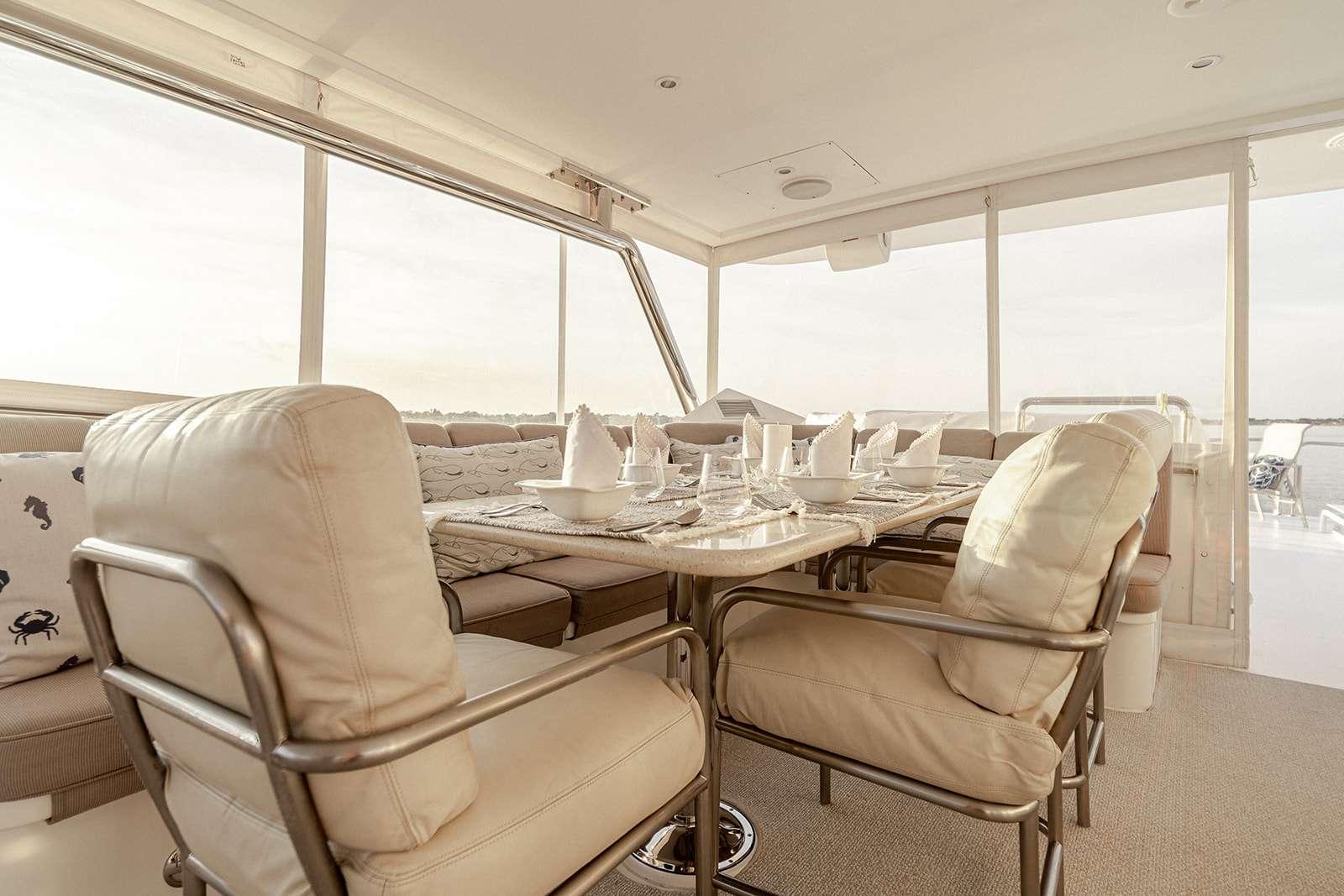 Beautiful Flybridge Dining 6-8