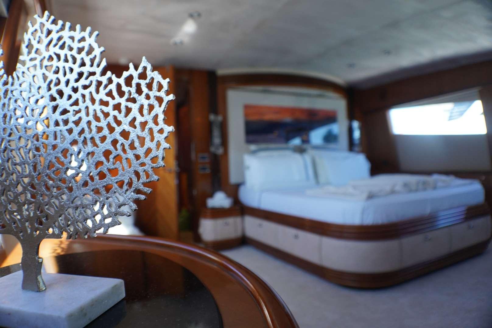 motor yacht YCM 105