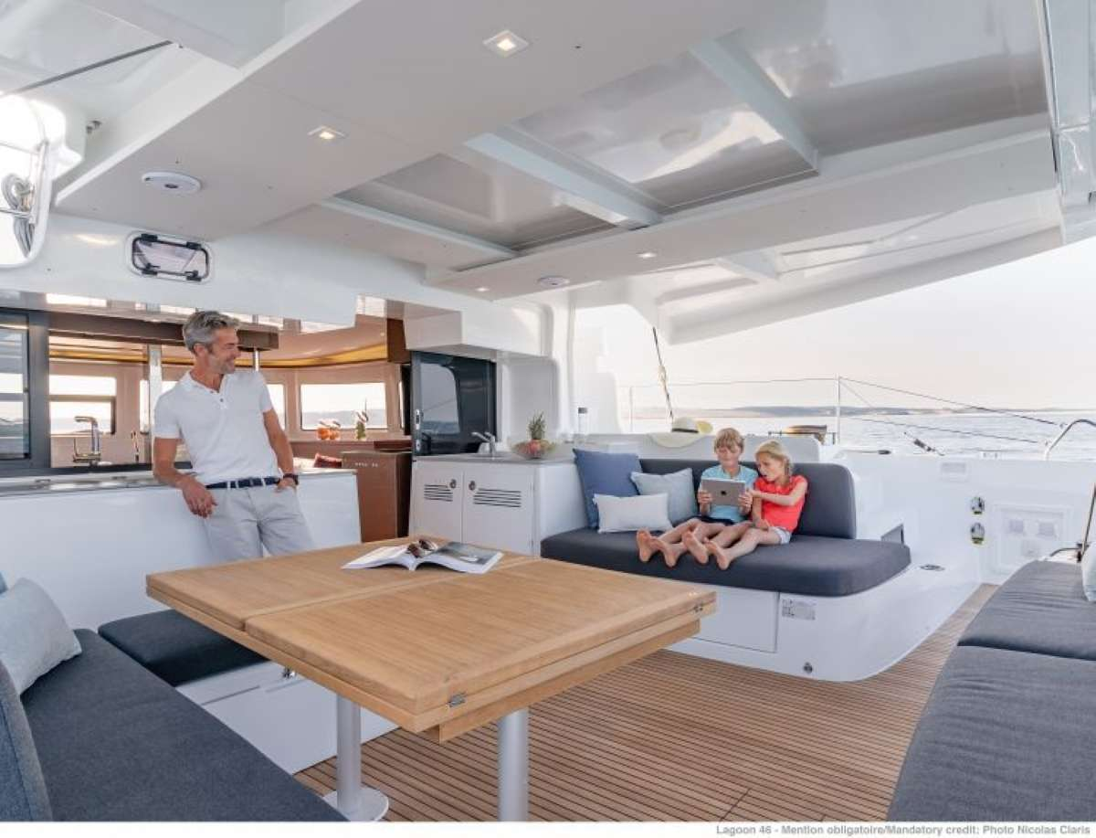 Aft outer cockpit and dining table