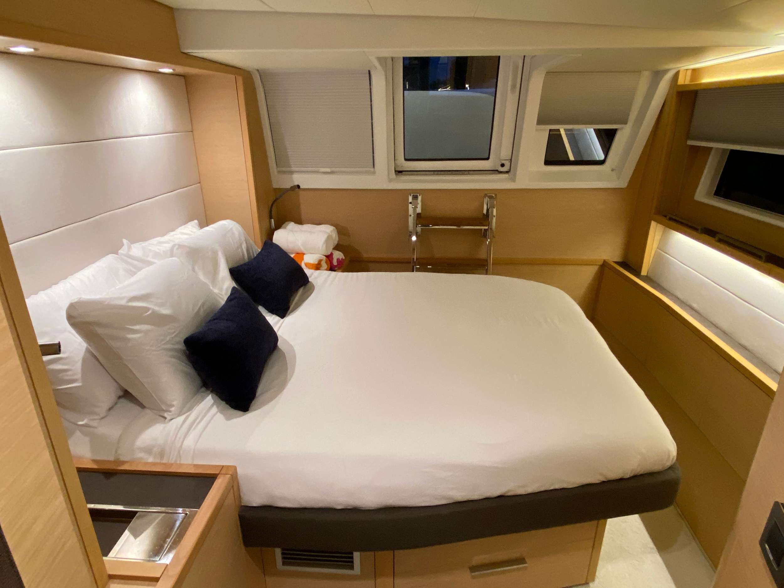 Guest cabin with aft access