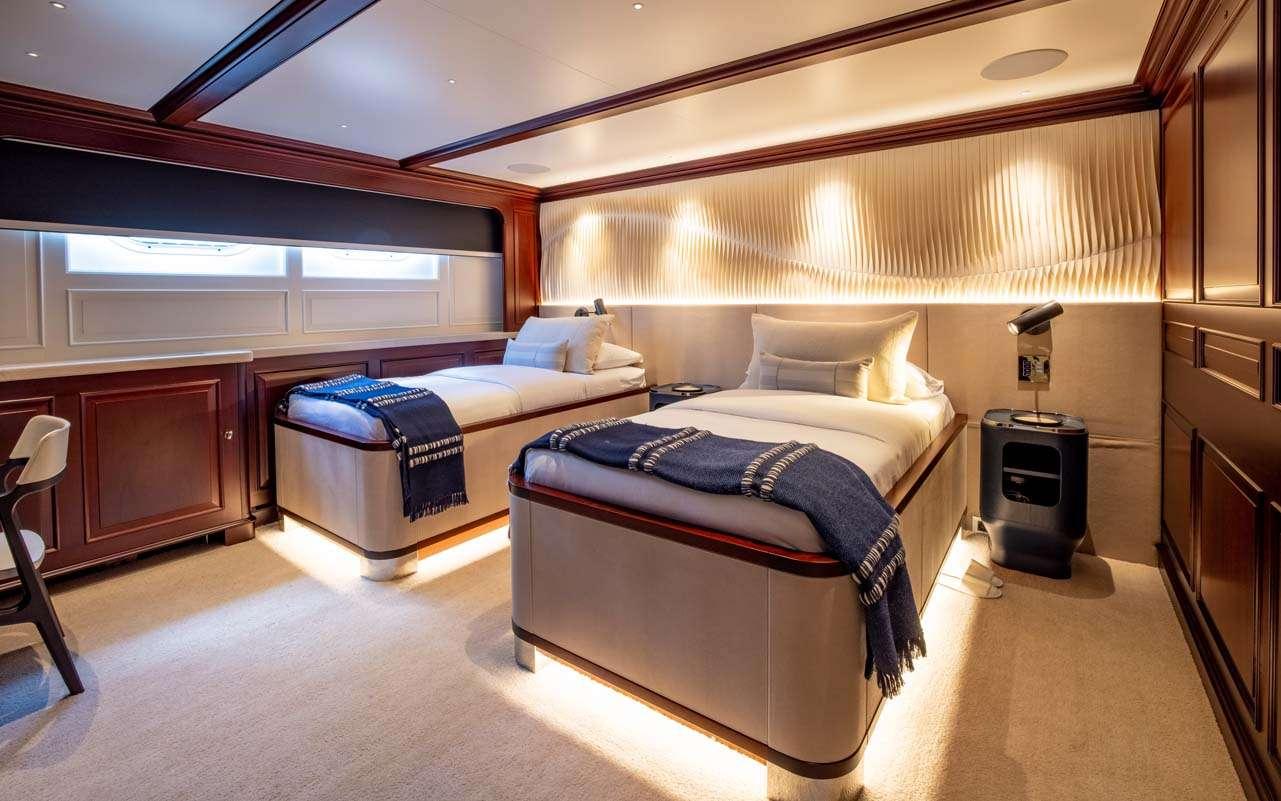 motor yacht BROADWATER