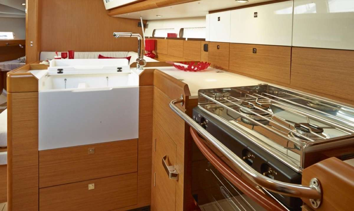 Galley / Saloon