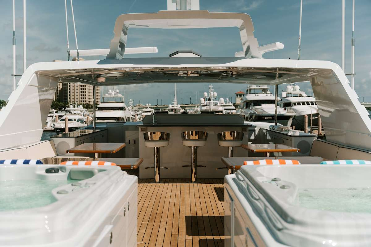 motor yacht A Place in the Sun