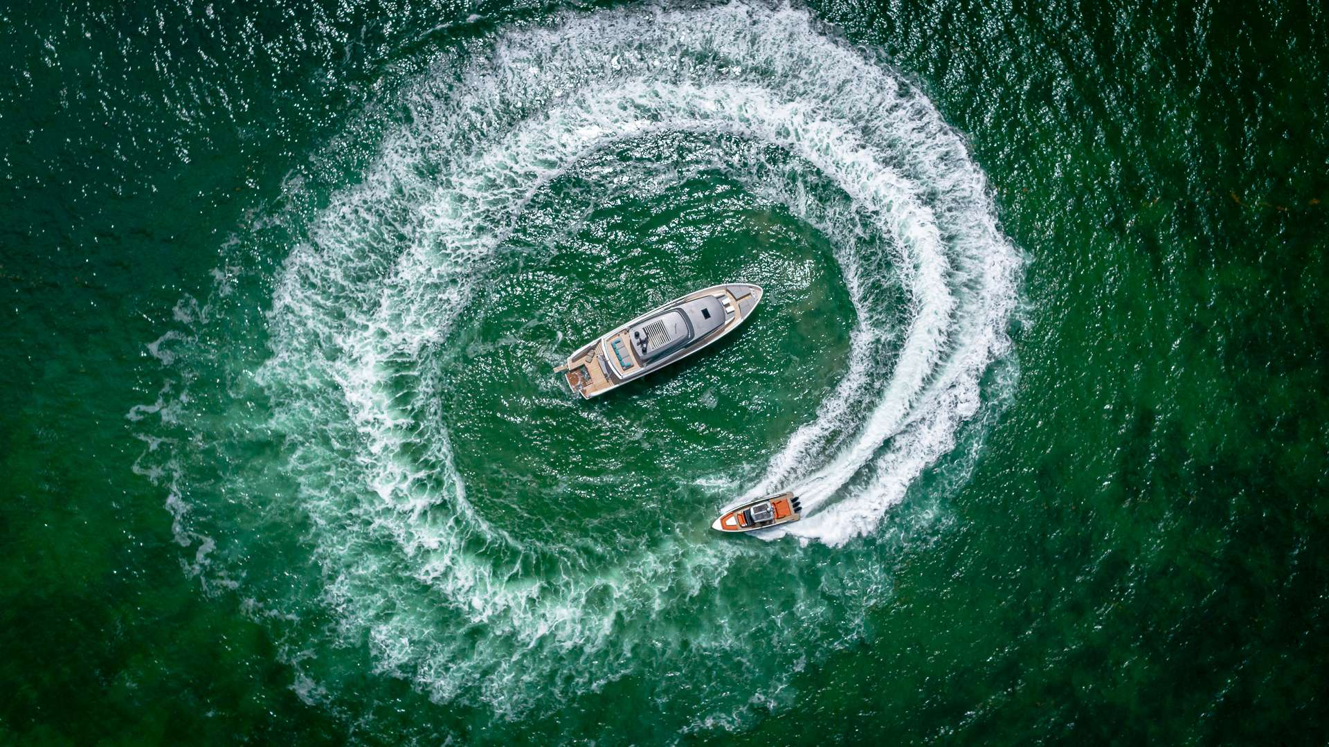 motor yacht No Time To Die