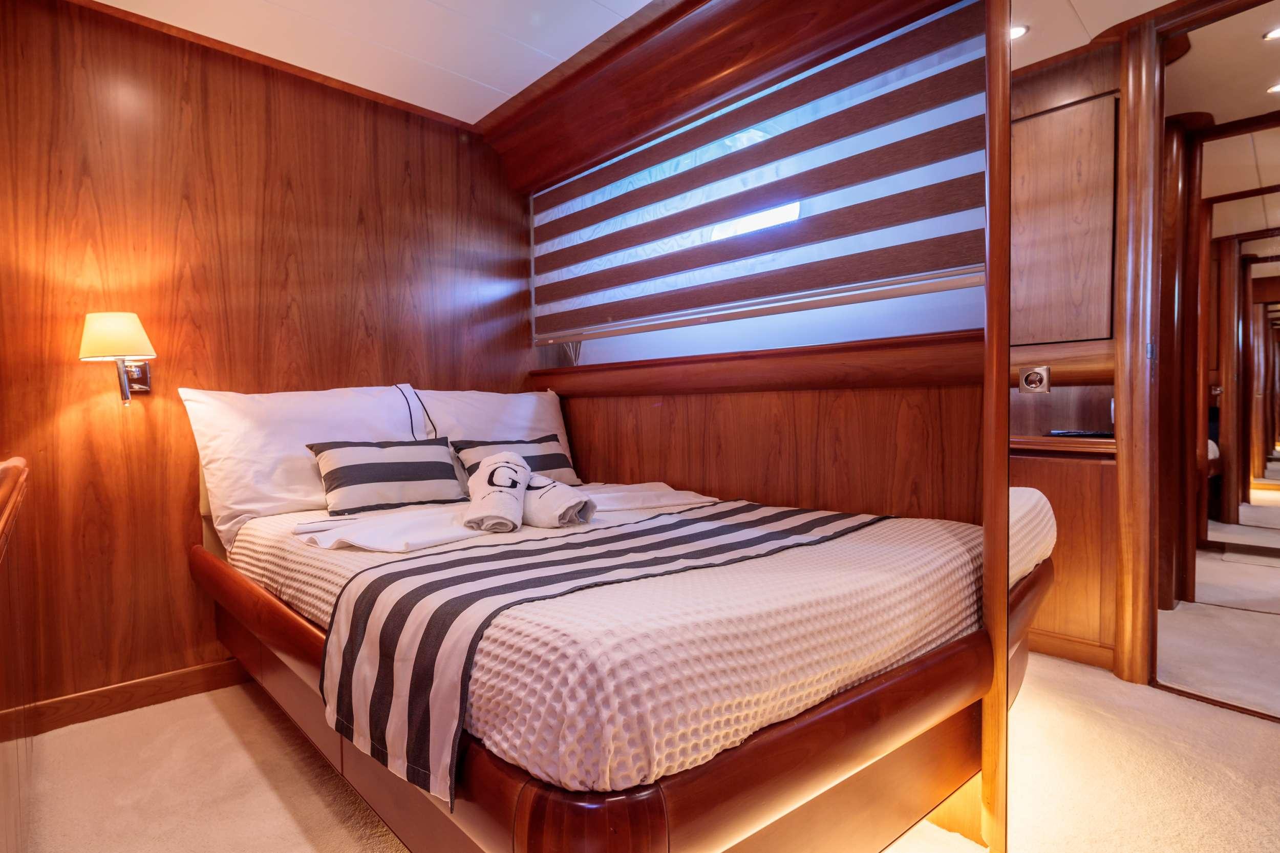 Semi-double cabin