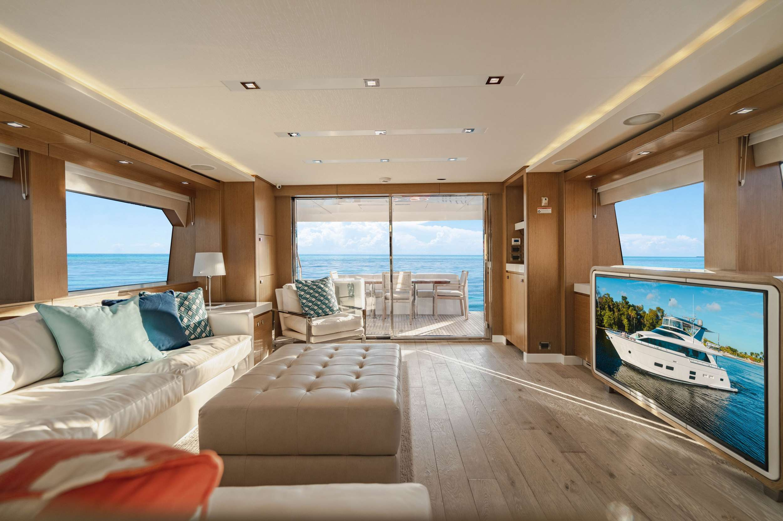 motor yacht BELLA SKY