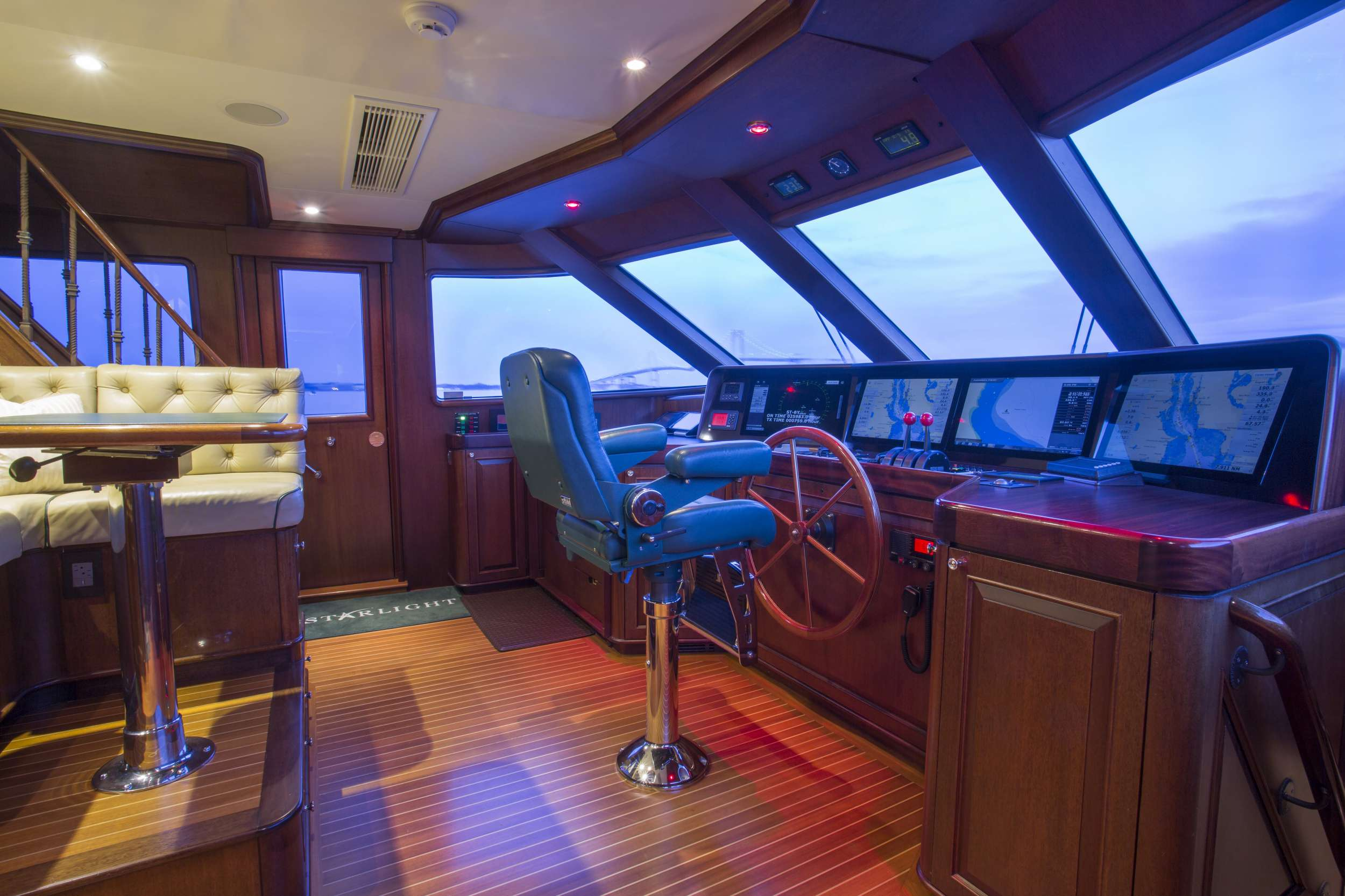 motor yacht STARLIGHT