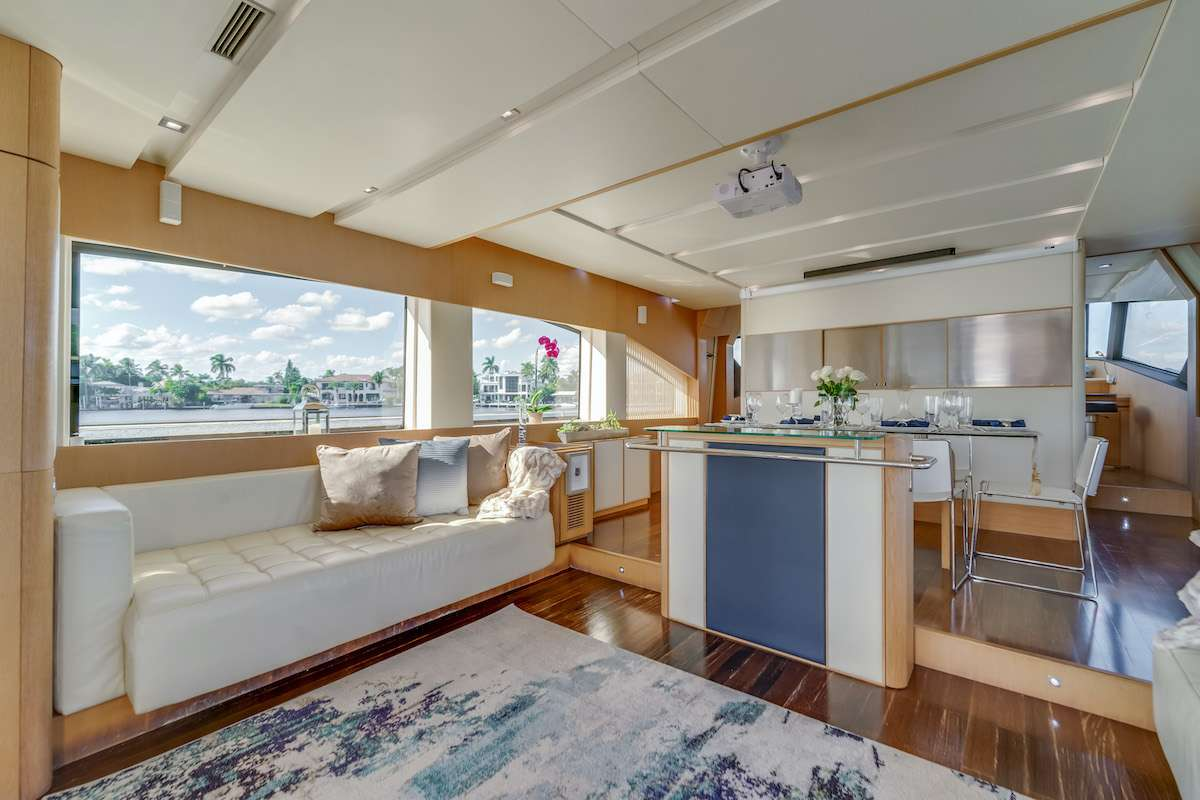 motor yacht THERAPY