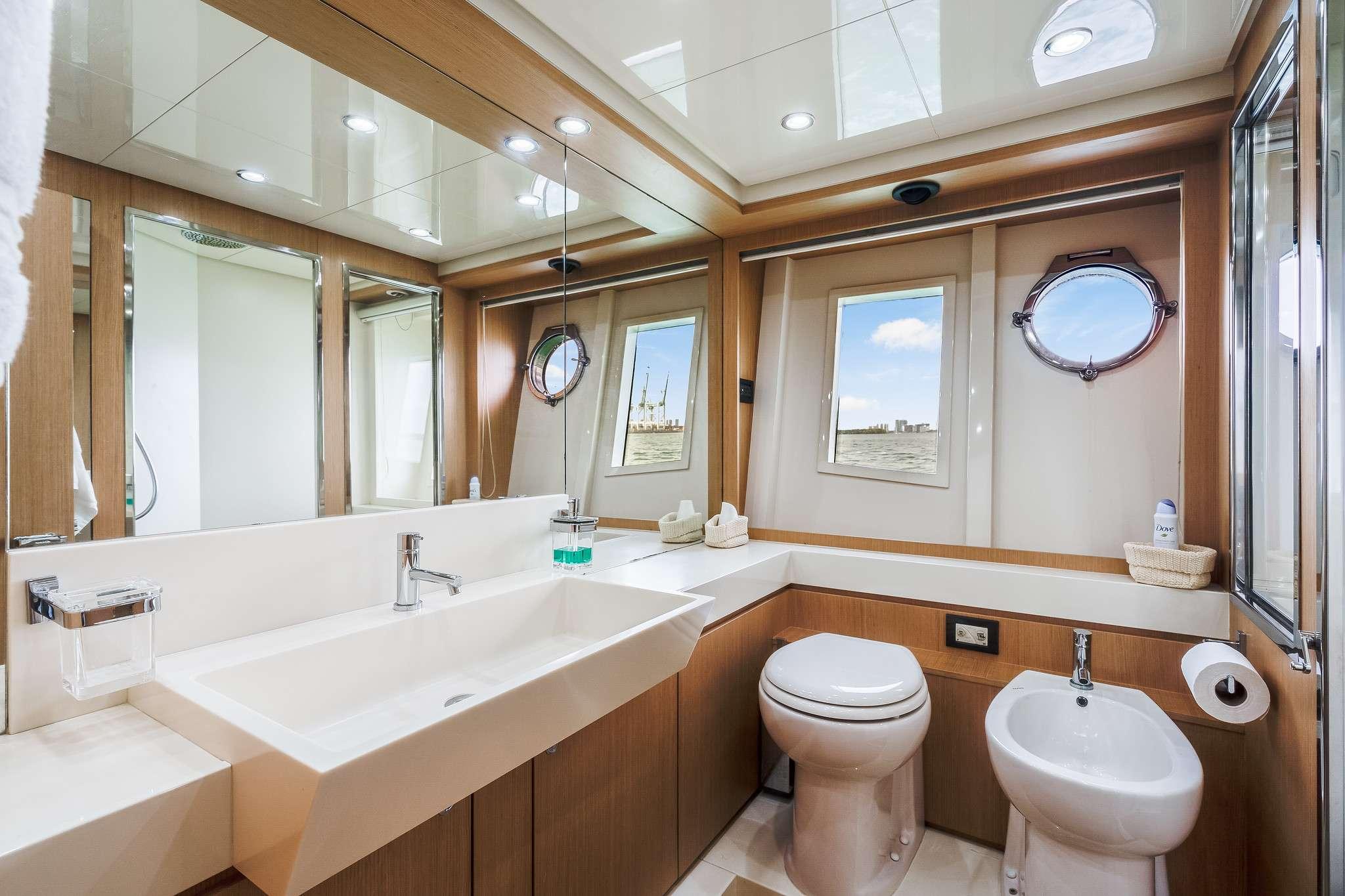 motor yacht M3